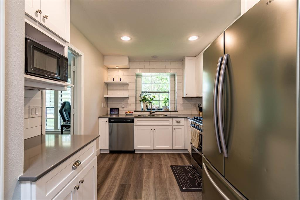 1949 Kentwood  Lane, Carrollton, Texas 75007 - acquisto real estate best real estate company in frisco texas real estate showings