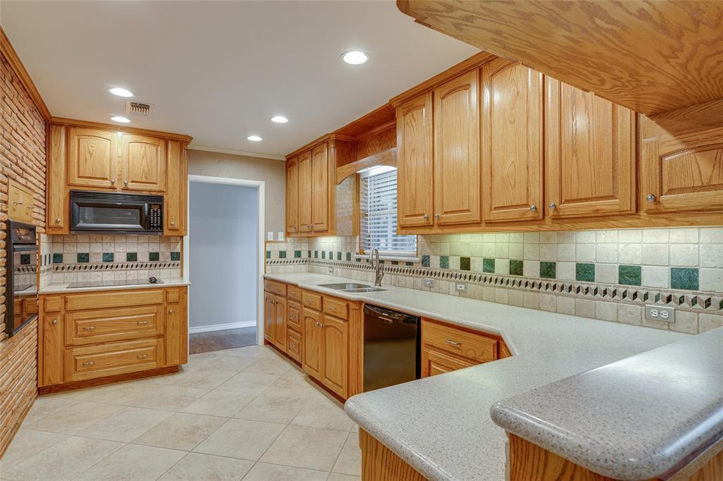 22 Shadowbrook  Lane, Hurst, Texas 76053 - acquisto real estate best celina realtor logan lawrence best dressed realtor