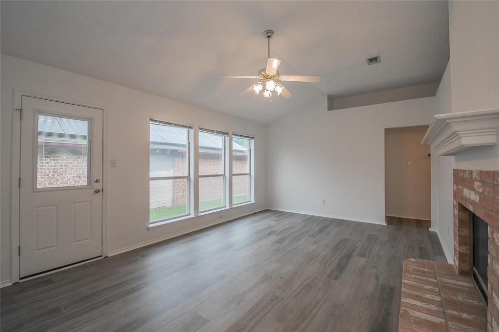 1605 Dorchester  Street, Fort Worth, Texas 76134 - acquisto real estate best highland park realtor amy gasperini fast real estate service
