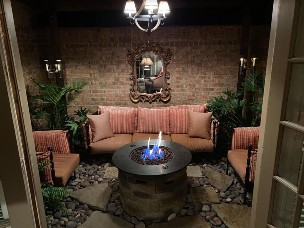 6917 Hillpark  Drive, Dallas, Texas 75230 - acquisto real estate best negotiating realtor linda miller declutter realtor