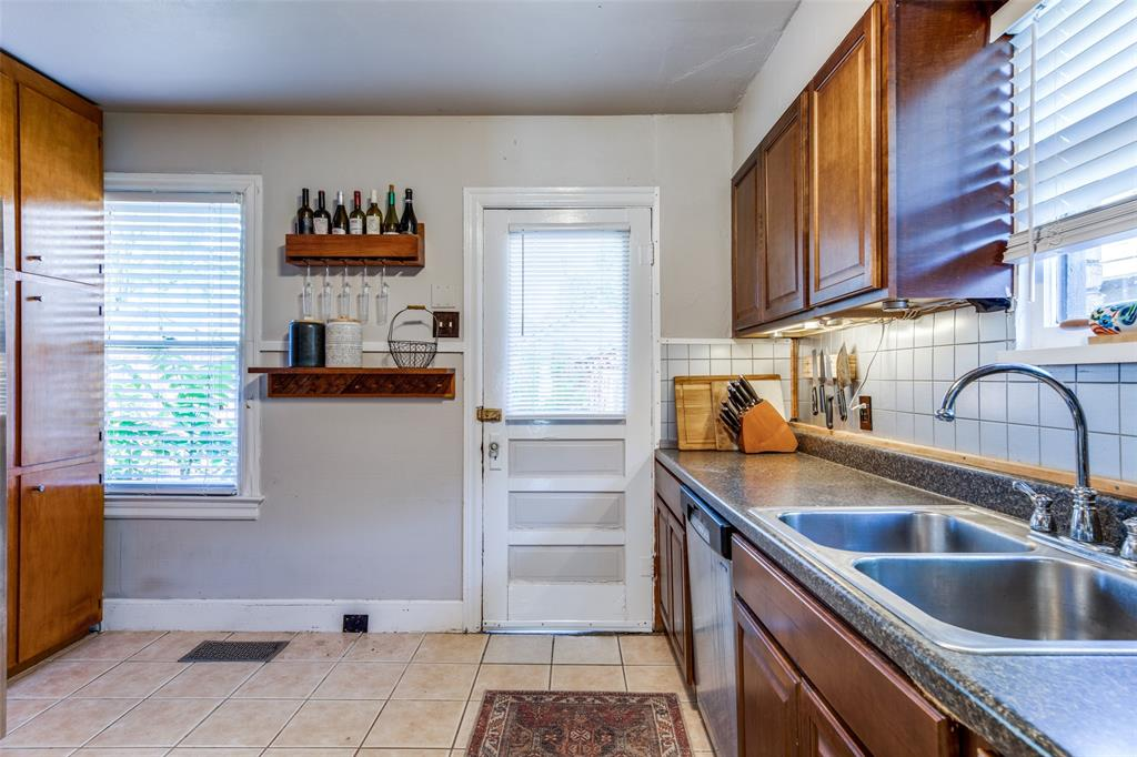 2419 Grigsby  Avenue, Dallas, Texas 75204 - acquisto real estate best real estate company to work for