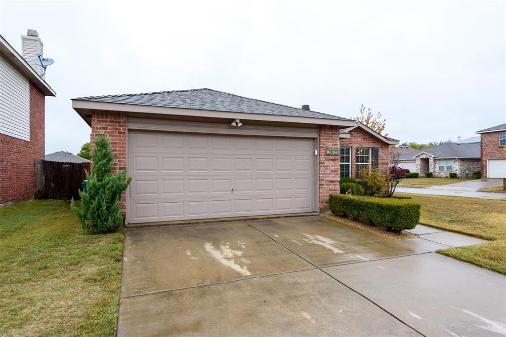 2921 Desert  Drive, Denton, Texas 76210 - acquisto real estate best prosper realtor susan cancemi windfarms realtor