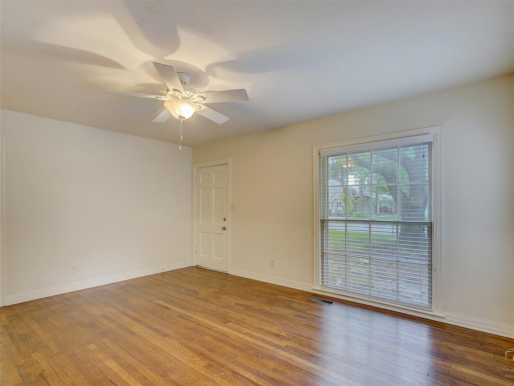 1009 Avenue F  Avenue, Garland, Texas 75040 - acquisto real estate best prosper realtor susan cancemi windfarms realtor