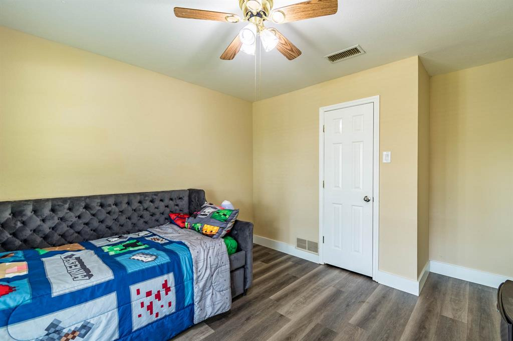 1949 Kentwood  Lane, Carrollton, Texas 75007 - acquisto real estate best investor home specialist mike shepherd relocation expert