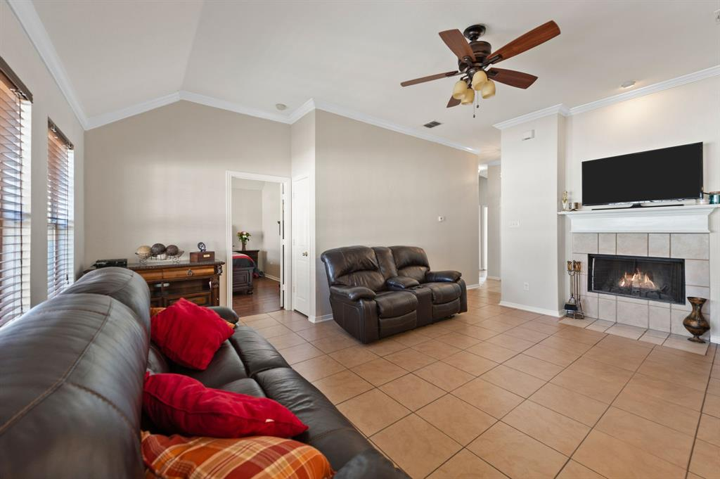 925 Bessie  Street, Fort Worth, Texas 76104 - acquisto real estate best the colony realtor linda miller the bridges real estate