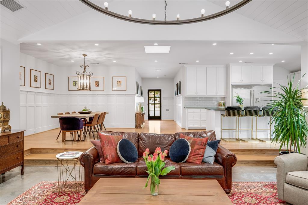 5004 Rexton  Lane, Dallas, Texas 75214 - acquisto real estate best celina realtor logan lawrence best dressed realtor