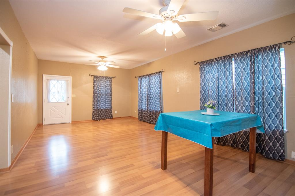 2512 Austin  Avenue, Brownwood, Texas 76801 - acquisto real estate best real estate company to work for