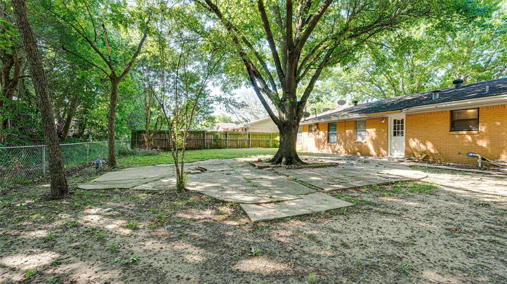 1508 Nichols  Street, Ennis, Texas 75119 - acquisto real estate best frisco real estate broker in texas for high net worth buyers