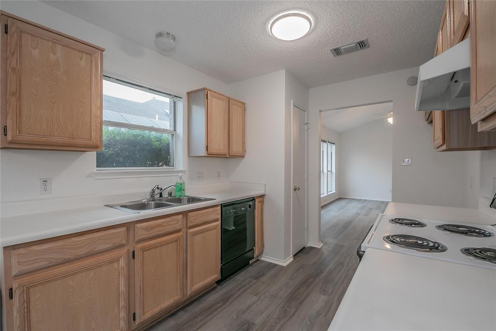 1605 Dorchester  Street, Fort Worth, Texas 76134 - acquisto real estate best listing agent in the nation shana acquisto estate realtor