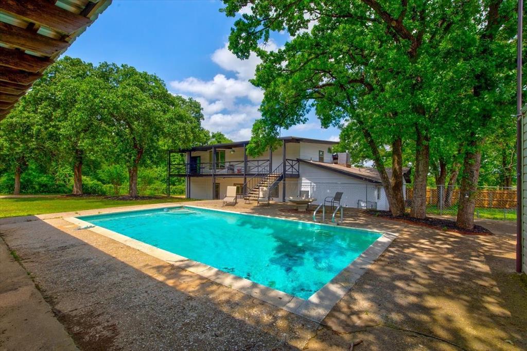 1112 Cooks  Lane, Fort Worth, Texas 76120 - acquisto real estate best realtor dfw jody daley liberty high school realtor