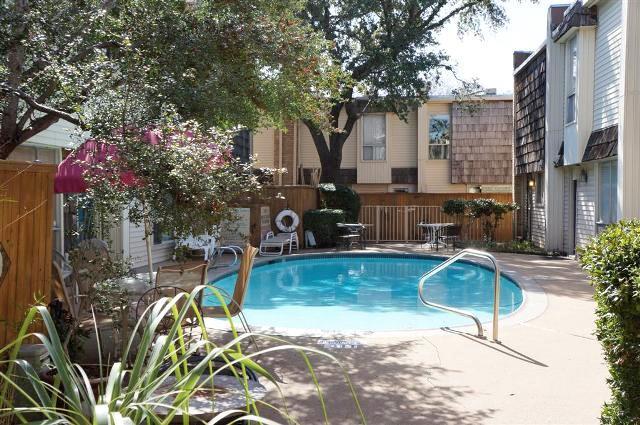 2710 Douglas  Avenue, Dallas, Texas 75219 - acquisto real estate best real estate company in frisco texas real estate showings