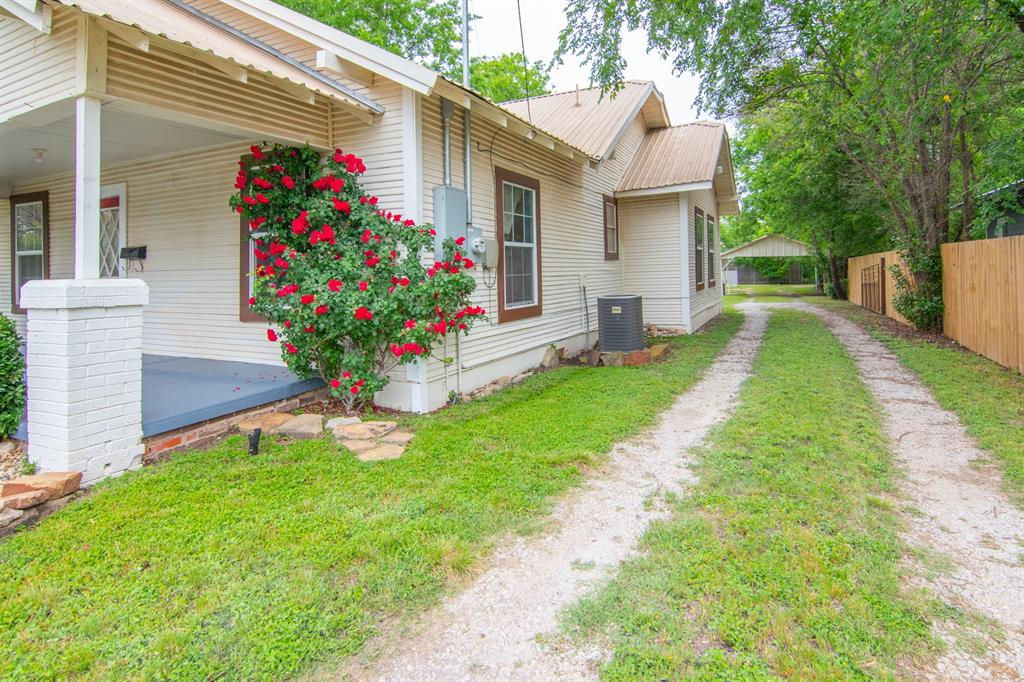 2512 Austin  Avenue, Brownwood, Texas 76801 - acquisto real estate best frisco real estate agent amy gasperini panther creek realtor