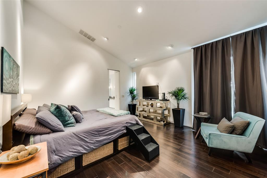 4711 Live Oak  Street, Dallas, Texas 75204 - acquisto real estate best negotiating realtor linda miller declutter realtor