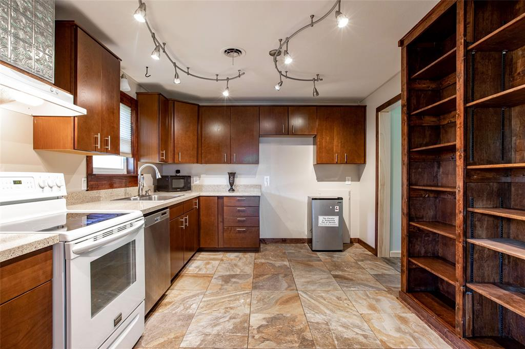 212 Huitt  Lane, Euless, Texas 76040 - Acquisto Real Estate best plano realtor mike Shepherd home owners association expert