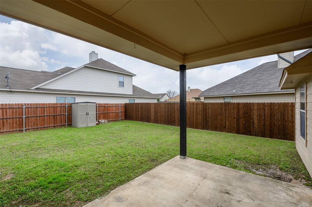 908 Glenview  Circle, Aubrey, Texas 76227 - acquisto real estate best realtor foreclosure real estate mike shepeherd walnut grove realtor