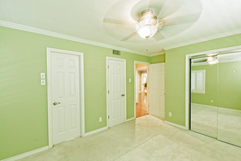 8635 Shagrock  Lane, Dallas, Texas 75238 - acquisto real estate best realtor foreclosure real estate mike shepeherd walnut grove realtor