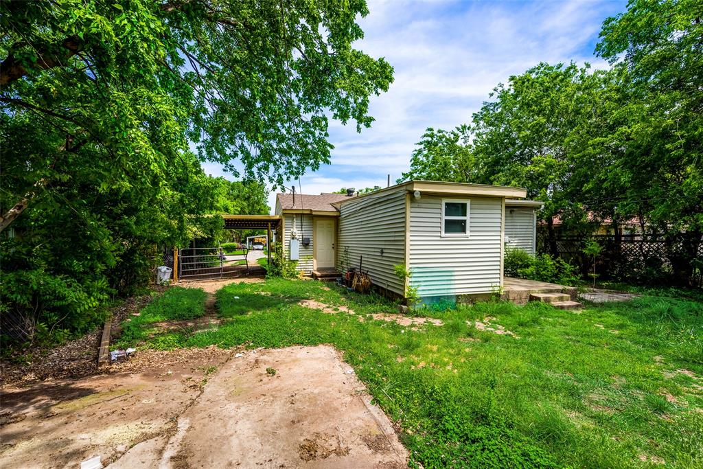 2522 High Crest  Avenue, Fort Worth, Texas 76111 - acquisto real estate best realtor westlake susan cancemi kind realtor of the year