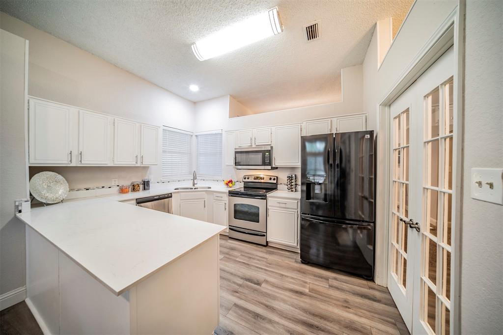 210 Chamblin  Drive, Cedar Hill, Texas 75104 - acquisto real estate best prosper realtor susan cancemi windfarms realtor