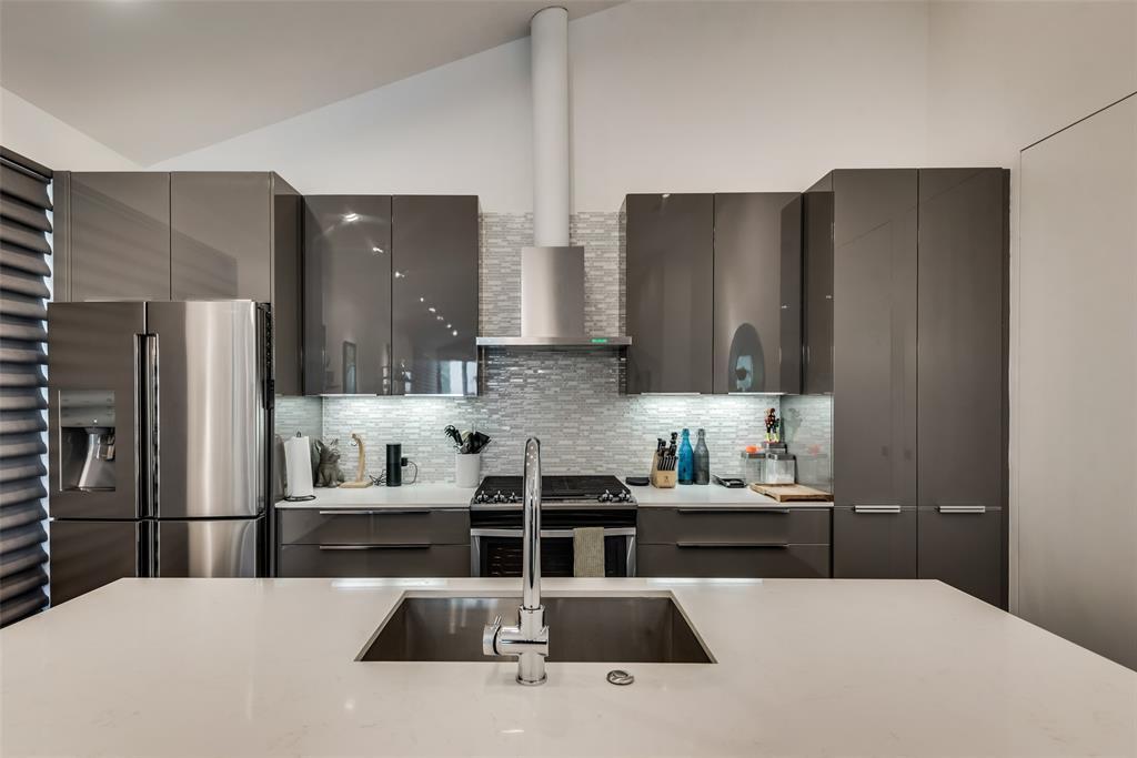 4711 Live Oak  Street, Dallas, Texas 75204 - acquisto real estate best realtor dallas texas linda miller agent for cultural buyers