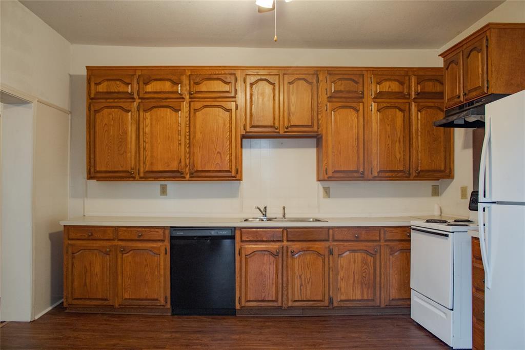 811 Vincent  Street, Brownwood, Texas 76801 - acquisto real estate best celina realtor logan lawrence best dressed realtor