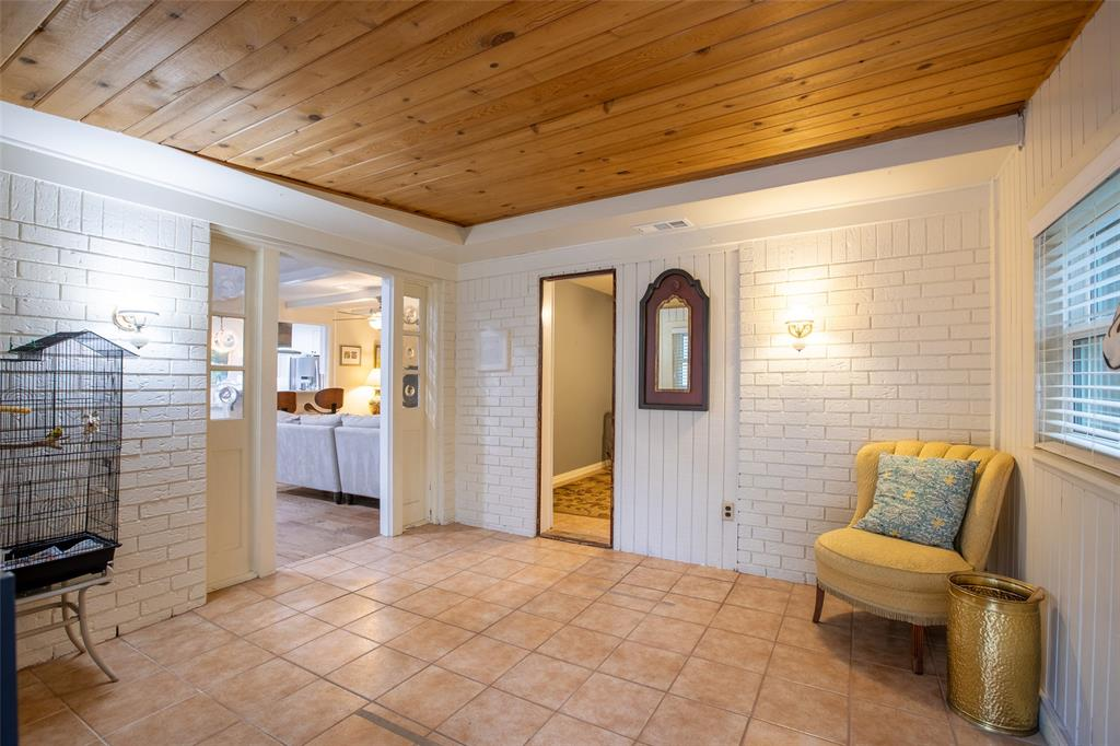 913 Circle  Lane, Bedford, Texas 76022 - acquisto real estate best photos for luxury listings amy gasperini quick sale real estate