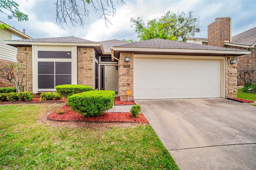 210 Chamblin  Drive, Cedar Hill, Texas 75104 - Acquisto Real Estate best plano realtor mike Shepherd home owners association expert
