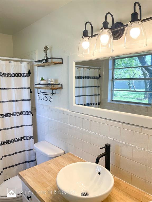 395 Medlan Chapel  Road, Graham, Texas 76450 - acquisto real estate best realtor foreclosure real estate mike shepeherd walnut grove realtor