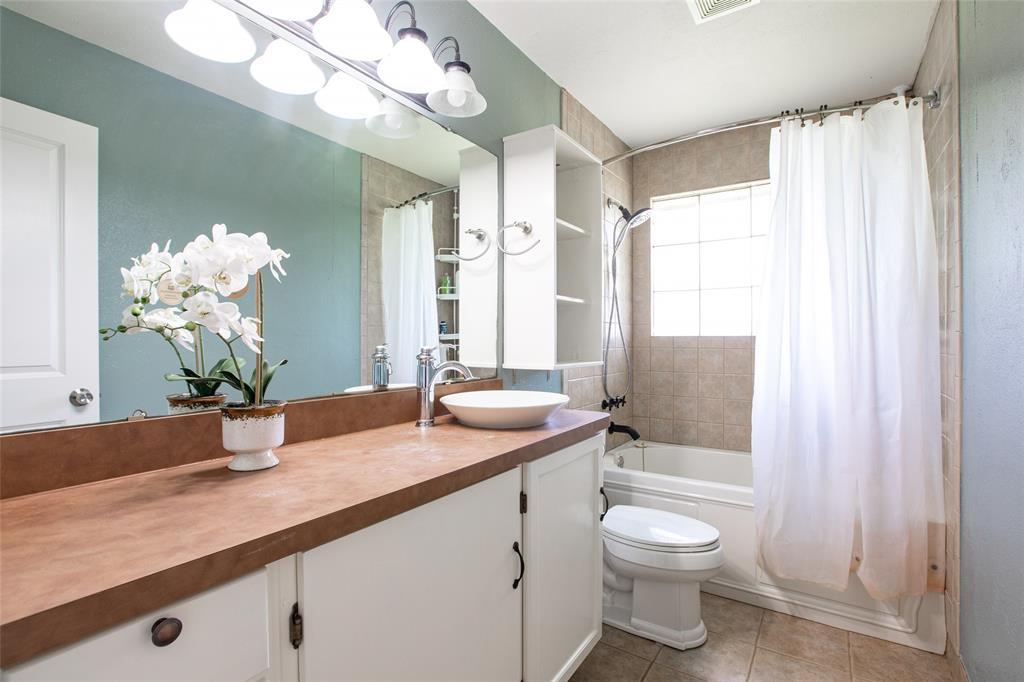 212 Huitt  Lane, Euless, Texas 76040 - acquisto real estate best investor home specialist mike shepherd relocation expert