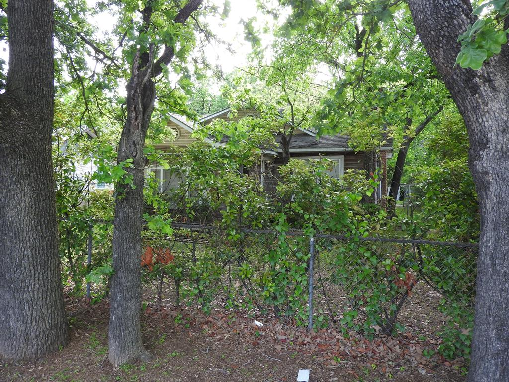 2521 Crystal  Drive, Balch Springs, Texas 75180 - acquisto real estate agent of the year mike shepherd