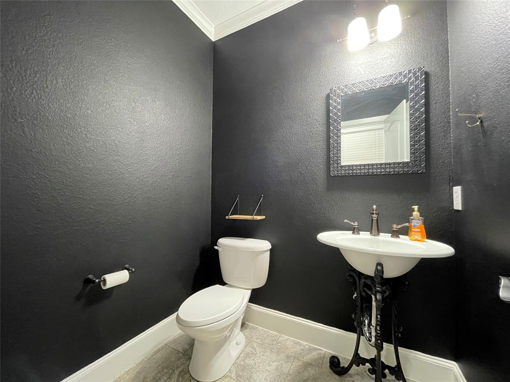 3926 Asbury  Lane, Addison, Texas 75001 - acquisto real estate best photos for luxury listings amy gasperini quick sale real estate