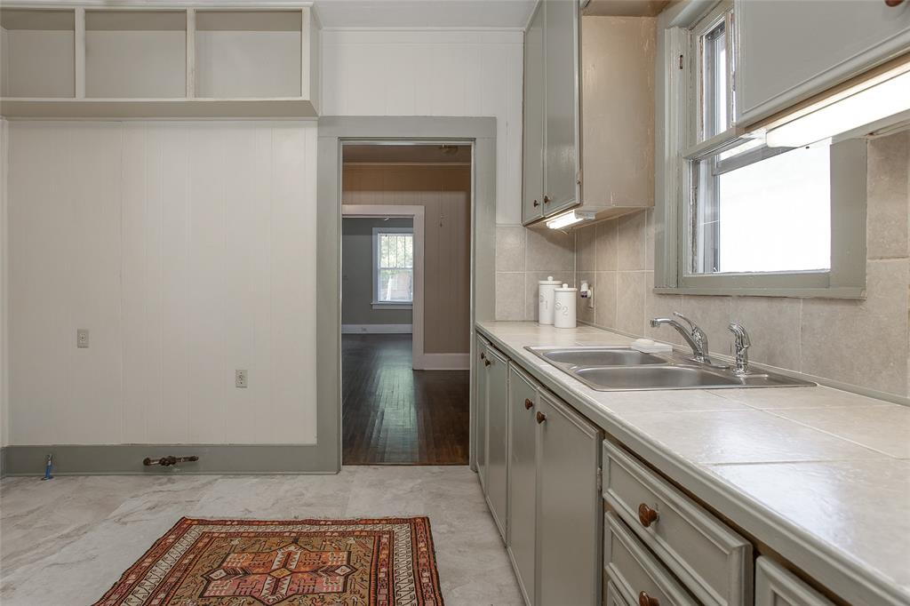 1012 Orange  Street, Fort Worth, Texas 76110 - acquisto real estate best designer and realtor hannah ewing kind realtor