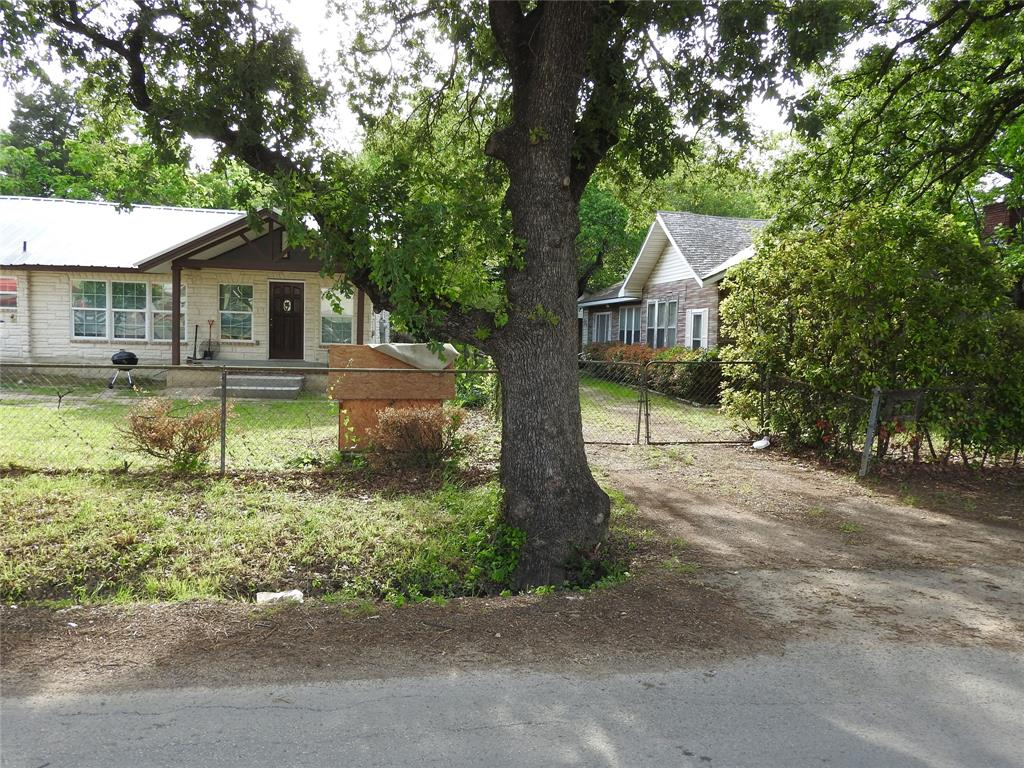 2521 Crystal  Drive, Balch Springs, Texas 75180 - acquisto real estate best looking realtor in america shana acquisto