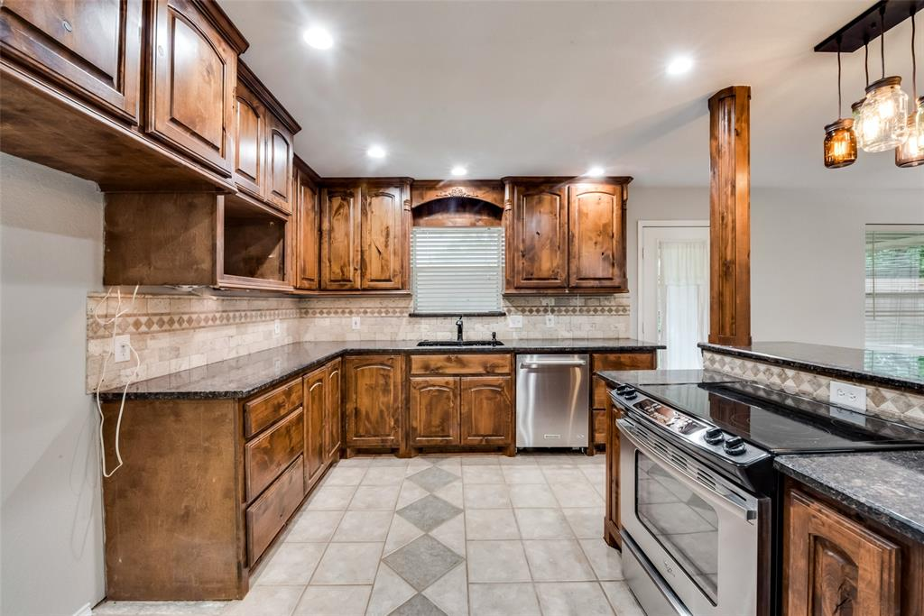 1012 Heberle  Drive, Burleson, Texas 76028 - acquisto real estate best designer and realtor hannah ewing kind realtor