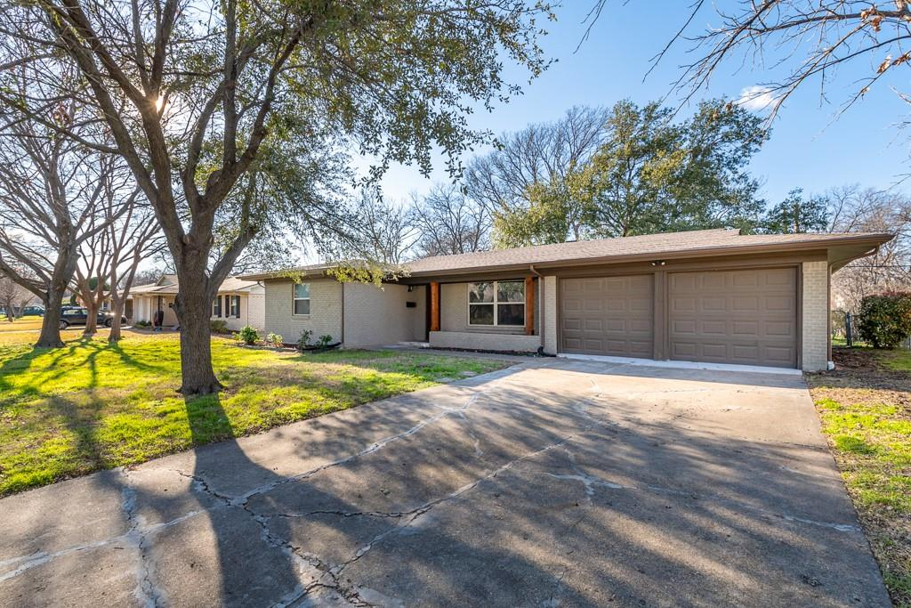 13903 Pyramid  Drive, Farmers Branch, Texas 75234 - Acquisto Real Estate best plano realtor mike Shepherd home owners association expert