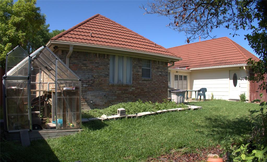 9926 Chimney Hill  Lane, Dallas, Texas 75243 - acquisto real estate best plano real estate agent mike shepherd