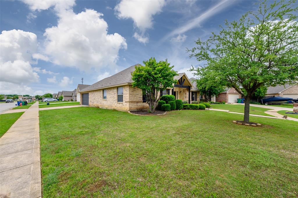 908 Glenview  Circle, Aubrey, Texas 76227 - acquisto real estate best the colony realtor linda miller the bridges real estate