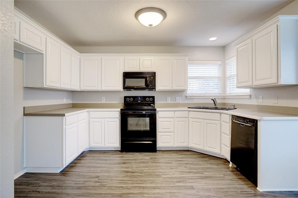 1015 Vinewood  Avenue, Burleson, Texas 76028 - acquisto real estate best highland park realtor amy gasperini fast real estate service
