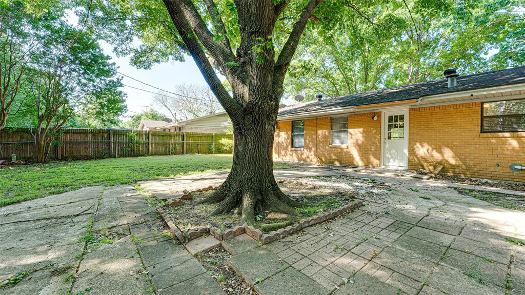1508 Nichols  Street, Ennis, Texas 75119 - acquisto real estaet best boutique real estate firm in texas for high net worth sellers