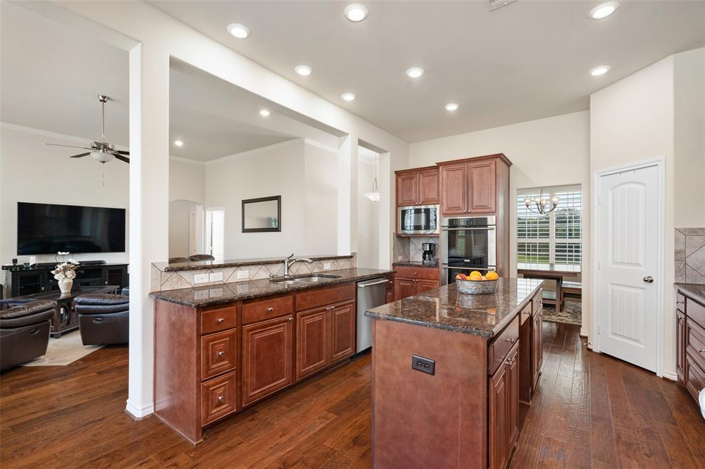 7061 Whispering Oaks  McKinney, Texas 75071 - acquisto real estate best real estate company to work for