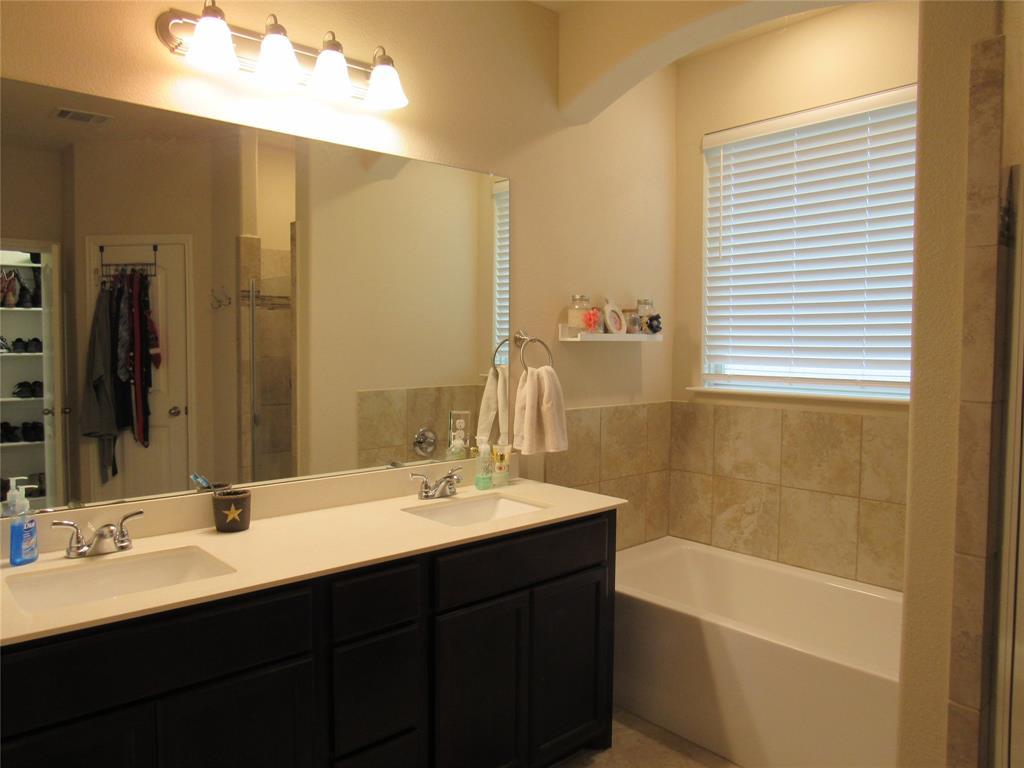 1438 Blue Bonnett  Boulevard, Gainesville, Texas 76240 - acquisto real estate best new home sales realtor linda miller executor real estate