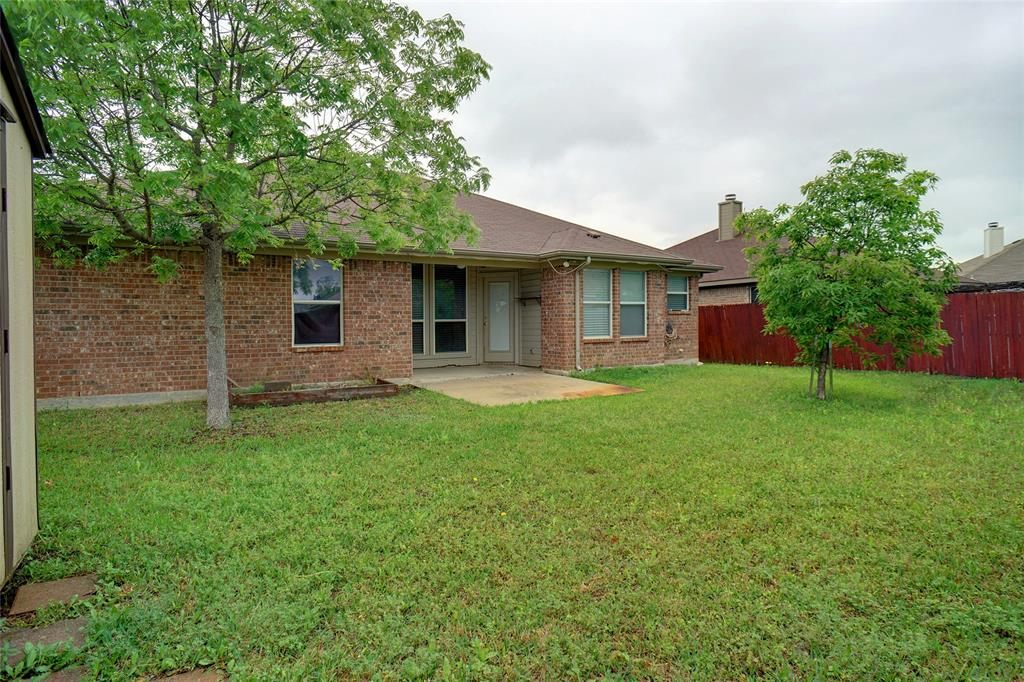 1015 Vinewood  Avenue, Burleson, Texas 76028 - acquisto real estate best realtor dfw jody daley liberty high school realtor