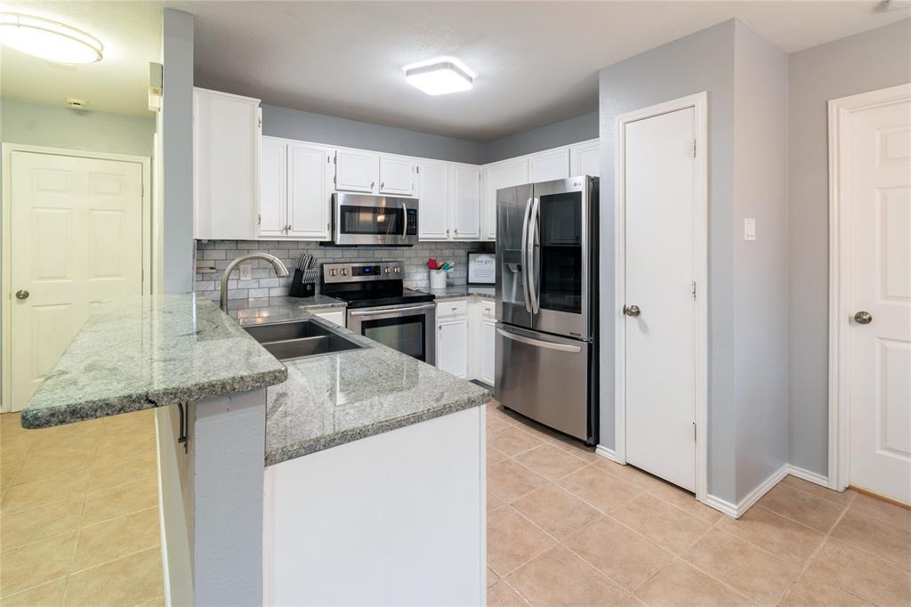 520 Majestic Park  Lane, Cedar Hill, Texas 75104 - acquisto real estate best celina realtor logan lawrence best dressed realtor