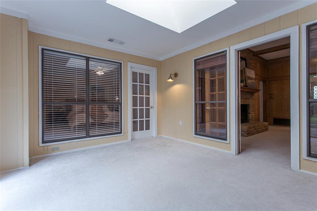 8046 Moss Meadows  Drive, Dallas, Texas 75231 - acquisto real estate best new home sales realtor linda miller executor real estate