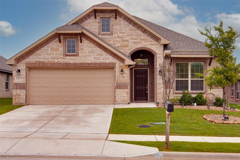 1813 Vallana  Drive, Gainesville, Texas 76240 - Acquisto Real Estate best plano realtor mike Shepherd home owners association expert