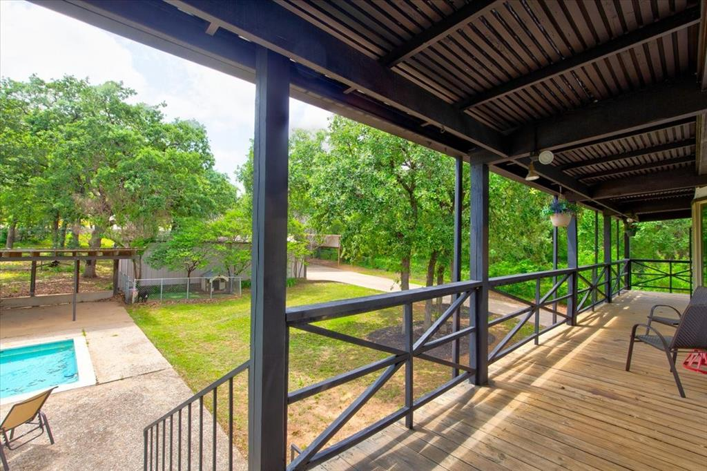 1112 Cooks  Lane, Fort Worth, Texas 76120 - acquisto real estate best frisco real estate agent amy gasperini panther creek realtor