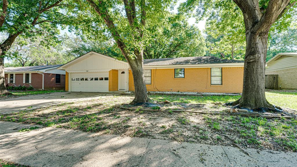 1508 Nichols  Street, Ennis, Texas 75119 - Acquisto Real Estate best plano realtor mike Shepherd home owners association expert