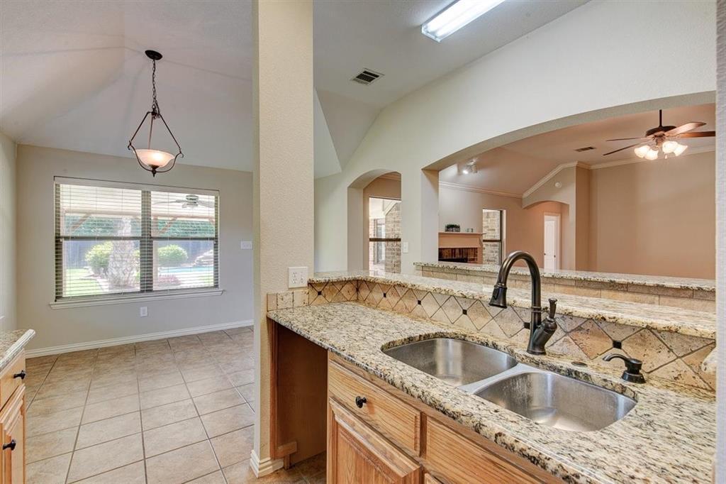 4407 Cluster Oak  Court, Granbury, Texas 76049 - acquisto real estate best realtor dallas texas linda miller agent for cultural buyers