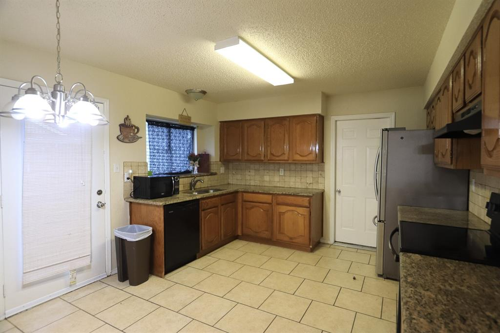 5307 Barberry  Drive, Arlington, Texas 76018 - acquisto real estate best realtor foreclosure real estate mike shepeherd walnut grove realtor