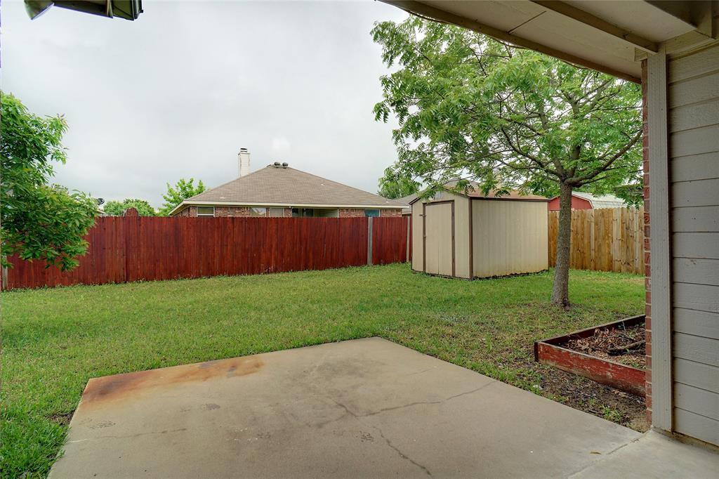 1015 Vinewood  Avenue, Burleson, Texas 76028 - acquisto real estate best realtor foreclosure real estate mike shepeherd walnut grove realtor