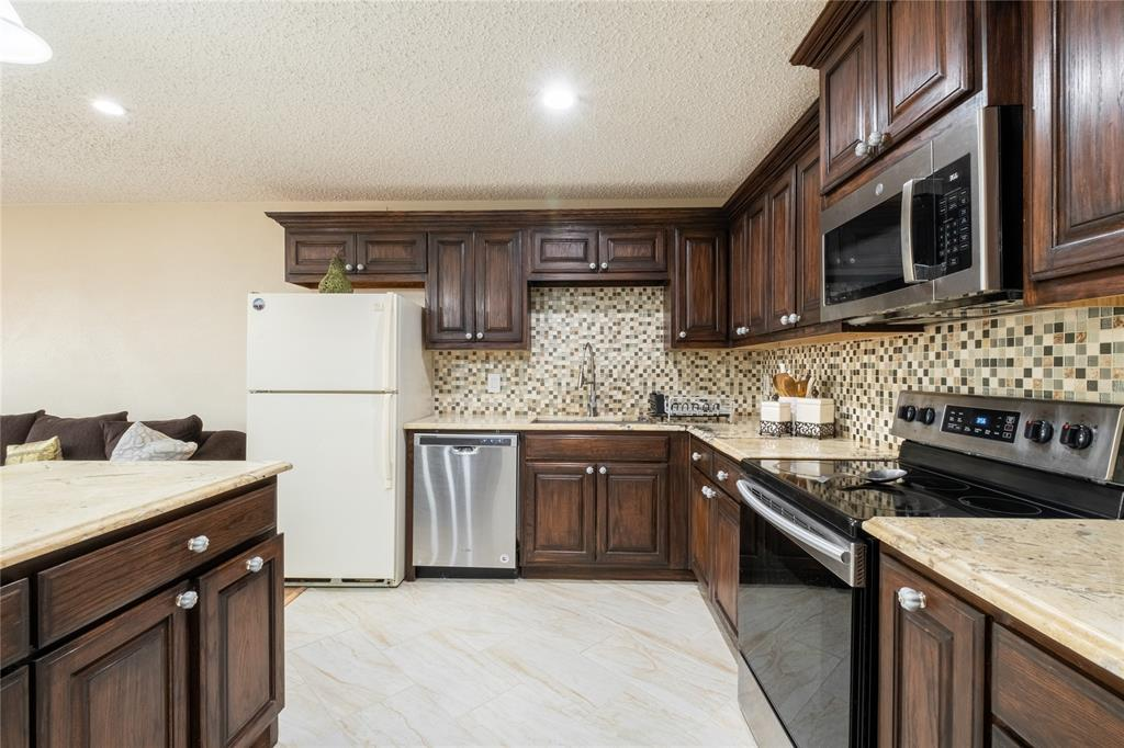 2718 Ivanridge  Lane, Garland, Texas 75044 - acquisto real estate best allen realtor kim miller hunters creek expert